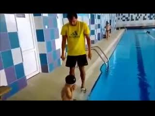 Как надеть шапочку для бассейна - прикол