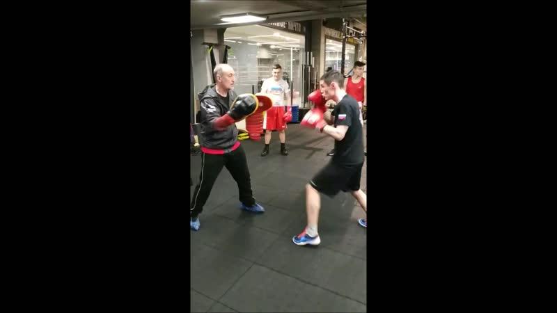 Развитие силы удара боксёра на Отечественном тренажёре HOOK MASTER. Тренировка в Центральном зале бокса СФБ СПб.