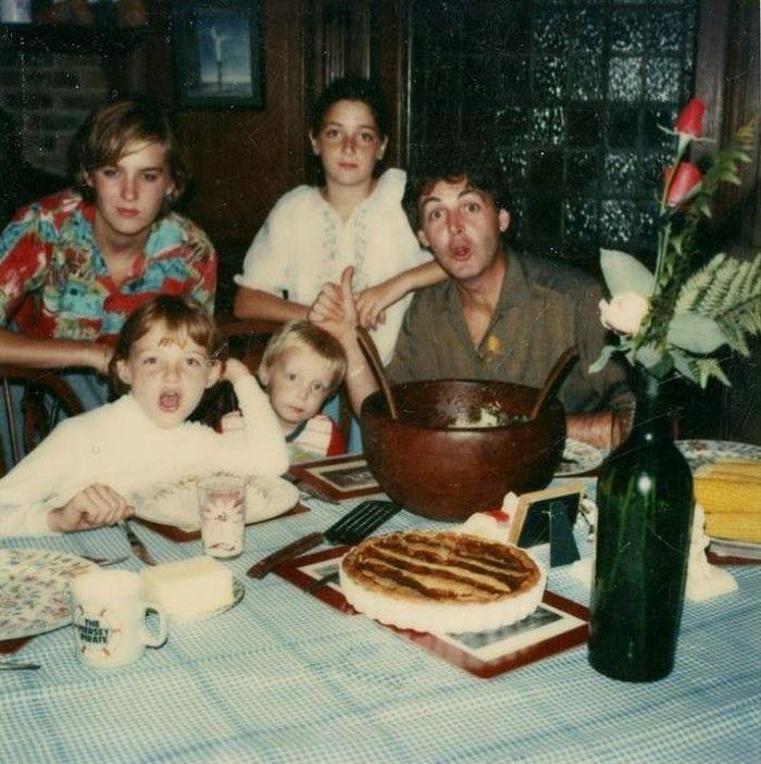 Пол Маккартни, его дочери Хизер, Мэри и Стелла и сын Джеймс, 1970-е.