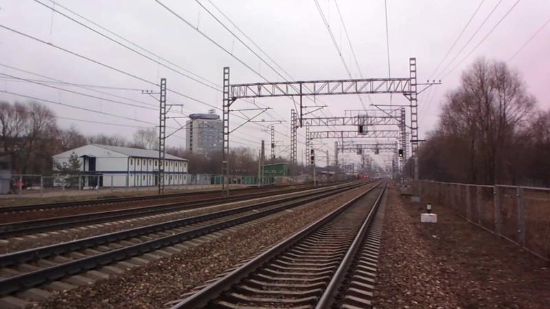 Электропоезд на Конаково ГРЭС под эстакадой монорельса в Останкино