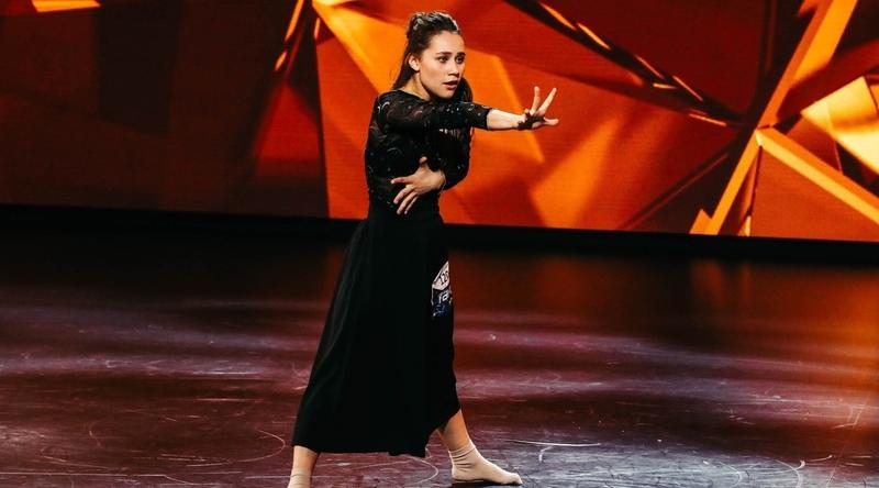 """ТАНЦЫ на ТНТ💃 ПОДПИШИСЬ🕺🏼 on Instagram Полина Каунова Оцените выступление от 1 до 10 танцынатнт танцытнт танцы6сезон танцы"""""""