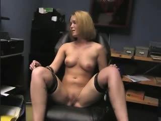 CMNF, принудительная нагота  скромная секретарша становится голой моделью для бондажа прямо на рабочем месте