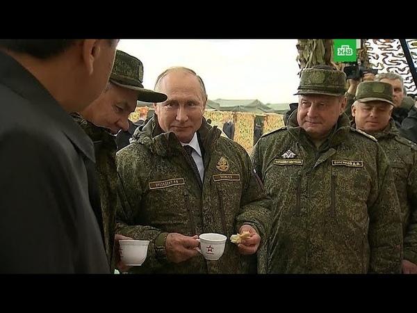 Путина на военных учениях угостили выпечкой полевой кухни