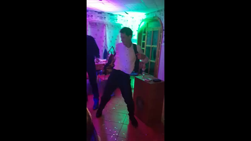 Антон танцует стриптиз