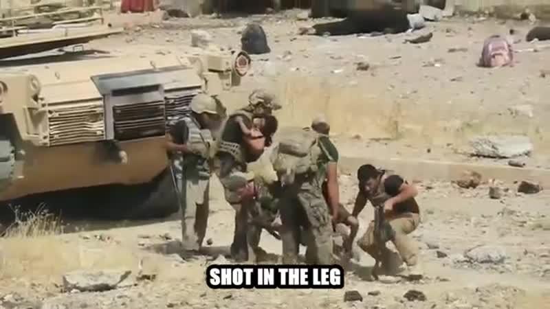 SEAL под прикрытием танка вытаскивают раненых в Ираке