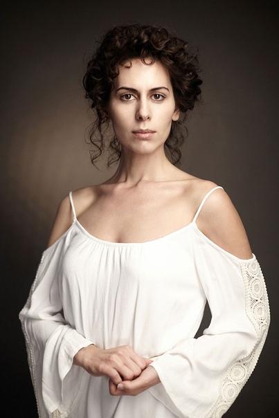 actor Сабина Ахмедова. Сабина Гюльбалаевна Ахмедова (родилась 23 сентября 1981 года в Баку) - российская и американская актриса театра и кино. Биография. По отцу - азербайджанка, по матери