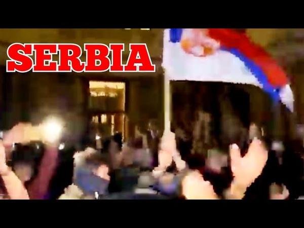 SCOOP IN SERBIA OCCUPANO IL PARLAMENTO IN ITALIA I BALCONI