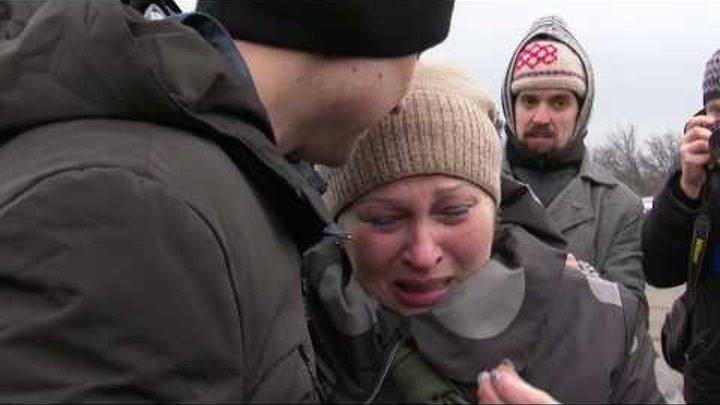 Полонені українці зустрілися з рідними зворушливе відео