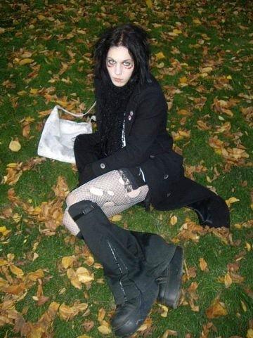 Карина в картофеле. Санкт-Петербург, 19 января 2009 года. 16-летняя Карина Будучьян занималась в питерской школе с углубленным изучением английского. Девочка не очень шарила в точных науках,