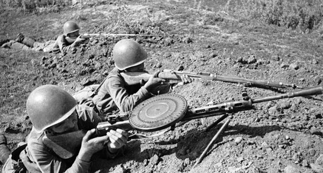 Пулемет Дегтярева на позиции