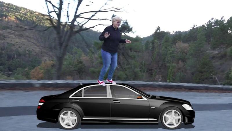 БАБКА едет стоя сверху на машине смешное видео королева зеленого экрана Green screen Chroma key