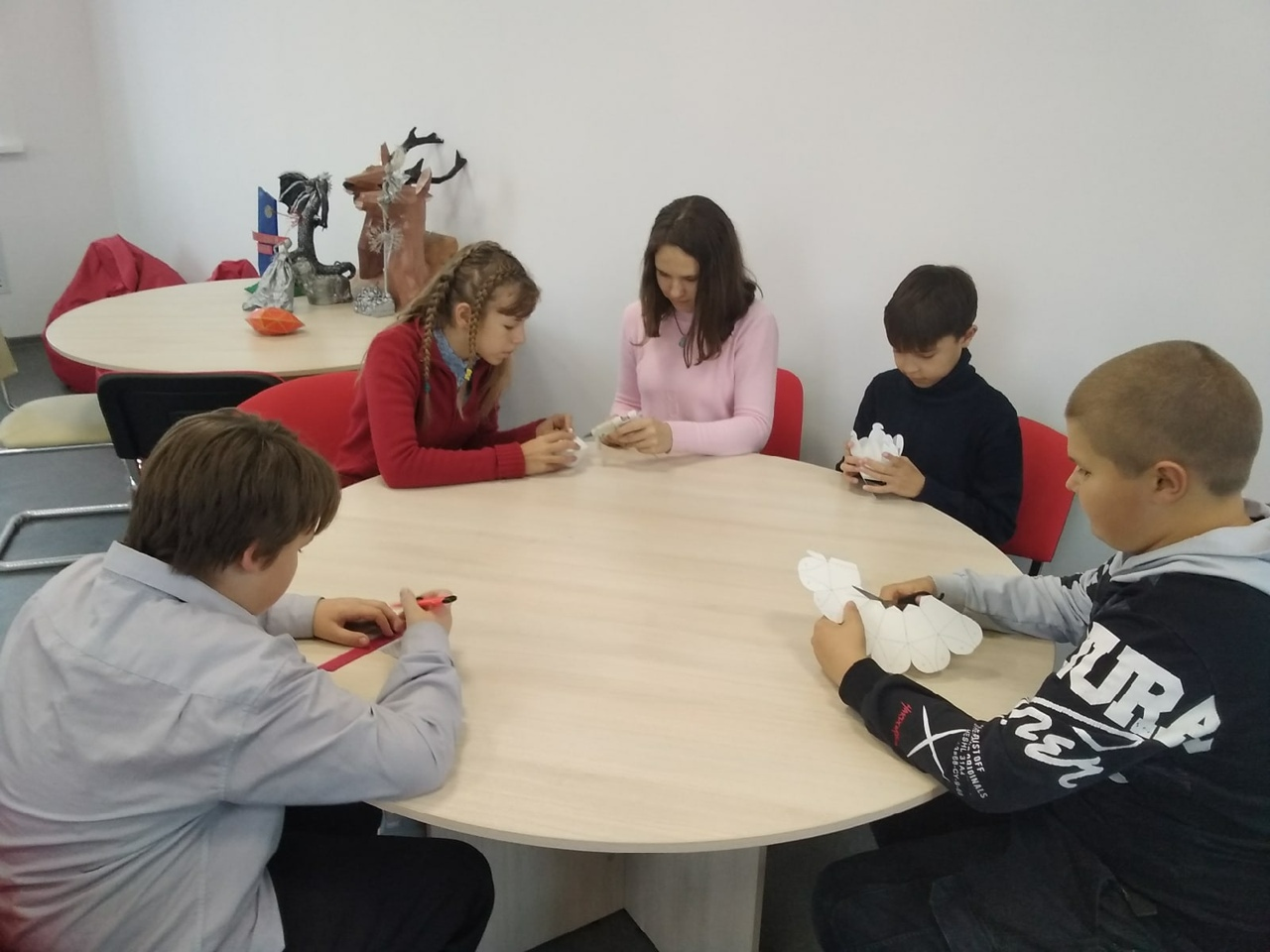 Школьники из Петровска готовятся к участию в областной выставке декоративно-прикладного творчества