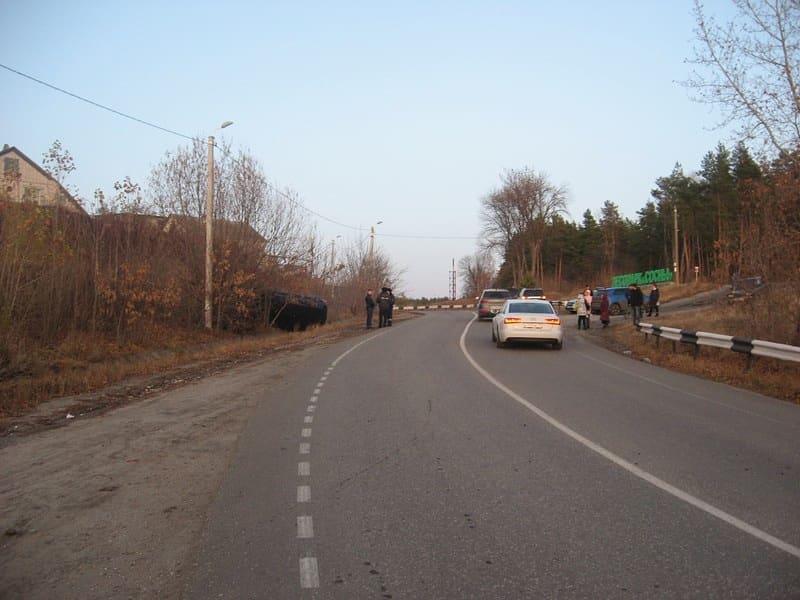 """Житель Петровска сел пьяным за руль и перевернулся на машине у лесопарка """"Сосны"""""""