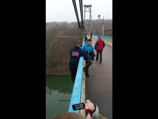 За ноги. Стрибок з підвісного мосту. Житомир.