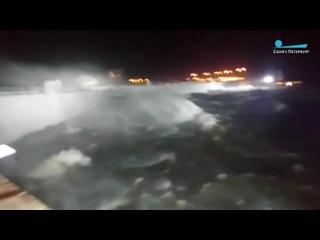 Петербургская дамба ночью