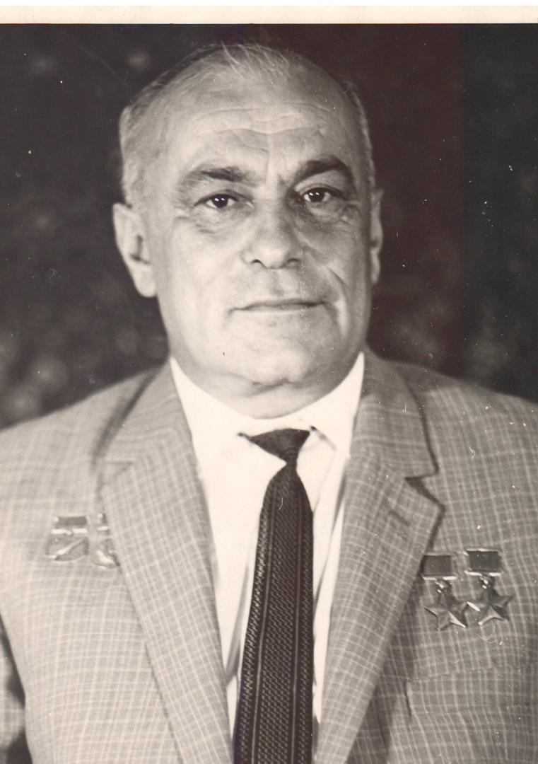 20 октября 1920 года в городе Алупка (ныне - в черте города Ялта) в семье рабоче...
