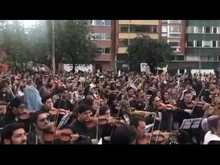COLOMBIA TIERRA QUERIDA. Cacerolazo sinfónico !!! Que viva el paro carajo!!!!.mp4