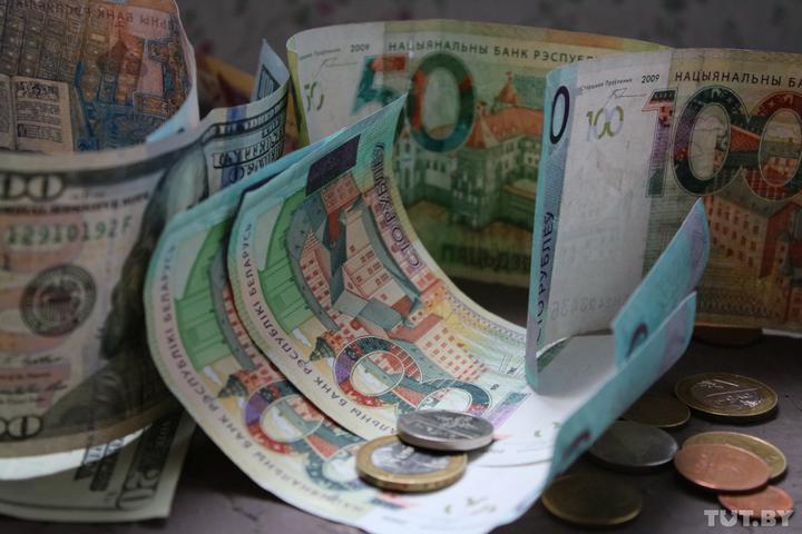 «Теряю 2500 рублей». Работники требуют, чтобы «плюшки» были не только членам провластного профсоюза