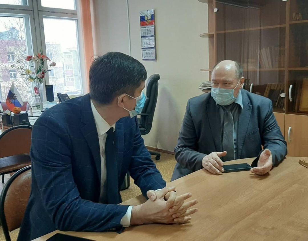 На Липовой горе в школе №88 обсудили местные проблемы.