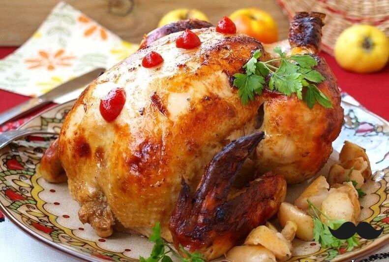 Чудеснейшая курица целиком с яблоками в духовке