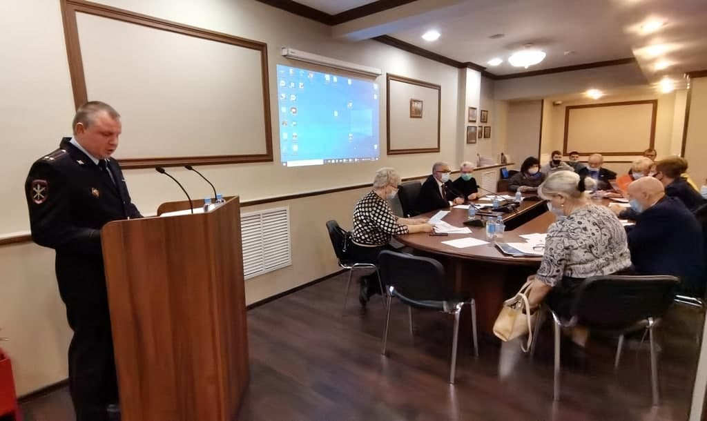 Начальник ОМВД по Нижегородскому району отчитался перед депутатами муниципального образования. Фото Пресс-служба УВД по ЮВАО
