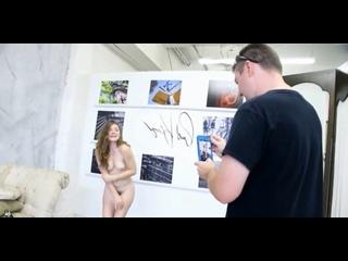 ENF-CFNF-CMNF-видео – туристка испортила антикварную мебель в музее, и её за это заставляют попозировать голой