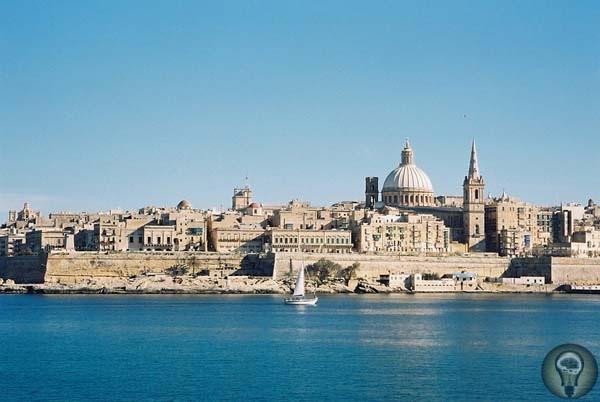 Слово «любовь» в прозрачной воде Мальтийская смесь арабское с итальянскимВ 6 утра при ,32 градусах по Цельсию мы ехали из аэропорта по улицам желто-серых каменных домов, перемежаемых ветвистыми