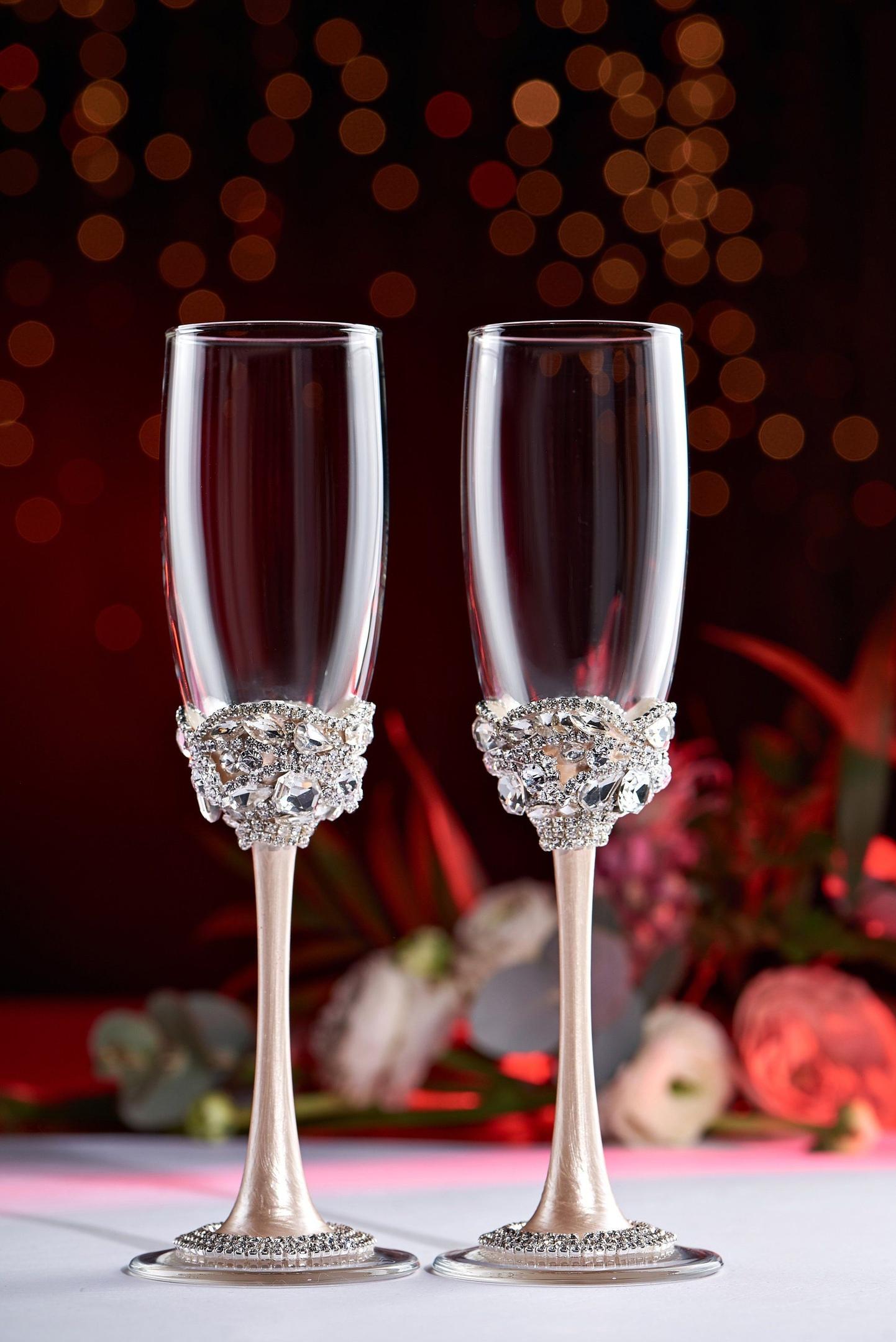 FoDfu0KVk 4 - Красивые свадебные фужеры