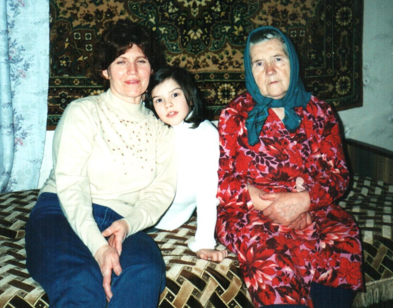 Бабушка, я и прабабушка. Где-то начало 2000х