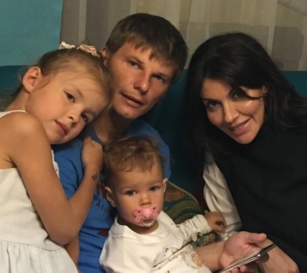 Алиса Аршавина просит помощи у бывшего мужа, лишь бы ее не выгнали из дома: