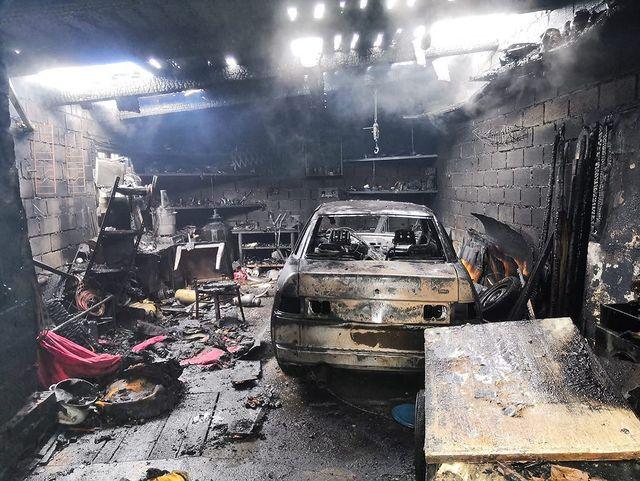 В одном из гаражей в Стерлитамаке сгорели два автомобиля