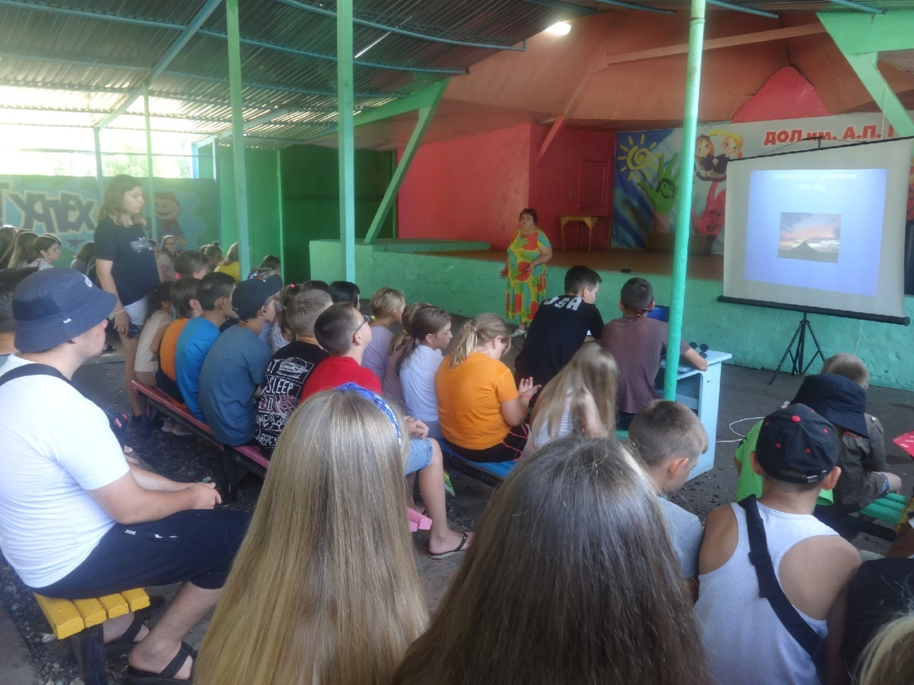 Воспитанники оздоровительного лагеря им. А. Гайдара участвуют в познавательных квестах и играх