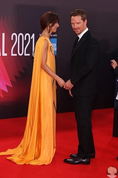 Редкий выход: Бенедикт Камбербэтч с женой Софи Хантер посетили премьеру фильма Власть пса в Лондоне Вчера в Лондоне, где сейчаспроходит65-й Лондонский международный кинофестиваль, состоялась