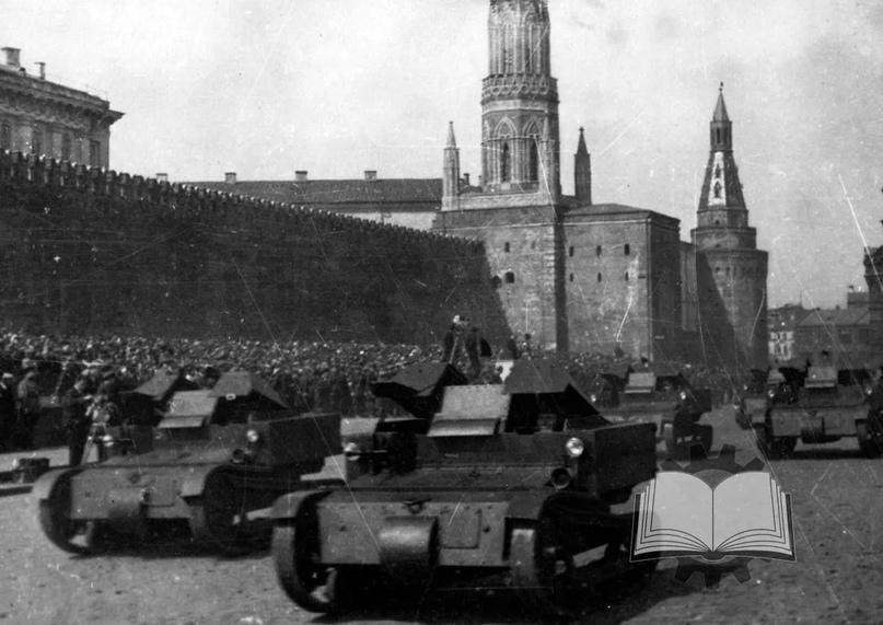 Переболела Красная Армия и танкетками. Они довольно быстро разочаровали, но при этом послужили добрую службу как учебные машины.