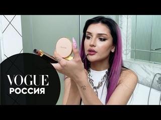 Дина Саева показывает макияж с акцентом на глаза | Vogue Россия