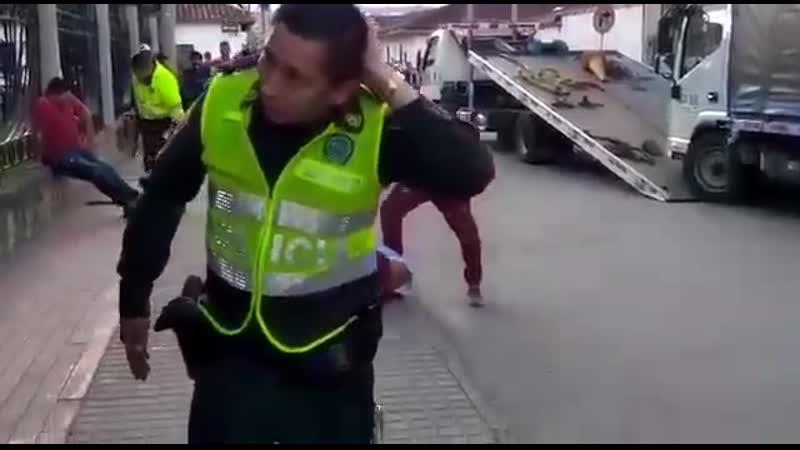 В Колумбии с офицерами лучше не спорить