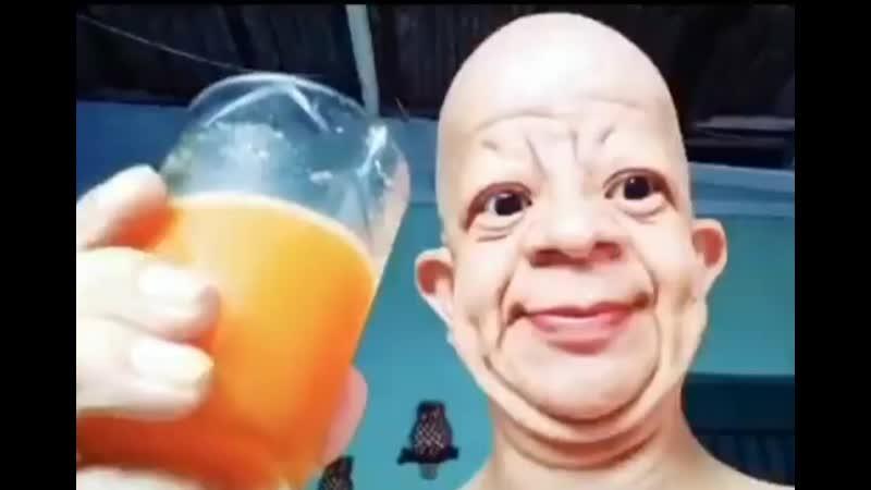 Смешной мужик пьет mp4