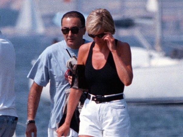 Гибель принцессы Дианы. Париж (Франция), 31 августа 1997 года. Первую годовщину после официального расставания с принцем Чарльзом леди Ди встретила на Сардинии, где отдыхала в компании Доди