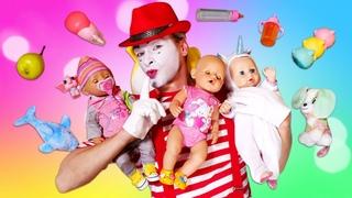 Le clown est trois poupons Baby Born. Vidéo avec Barbie et d'autres poupées pour enfants.