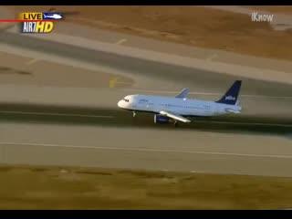 Аварийная посадка в аэропорту Лос- Анджелеса из-за проблем со стойкой носового шасси.mp4 fdfhbqyfz gjcflrf d f'hjgjhne kjc- fyl