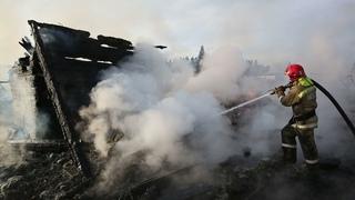 Рассматривается версия поджога. В посёлке Краснояр под Ревдой произошел масштабный пожар